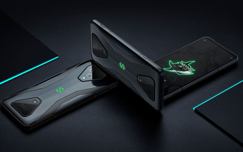 Shoulder Button-Equipped Gaming Phones