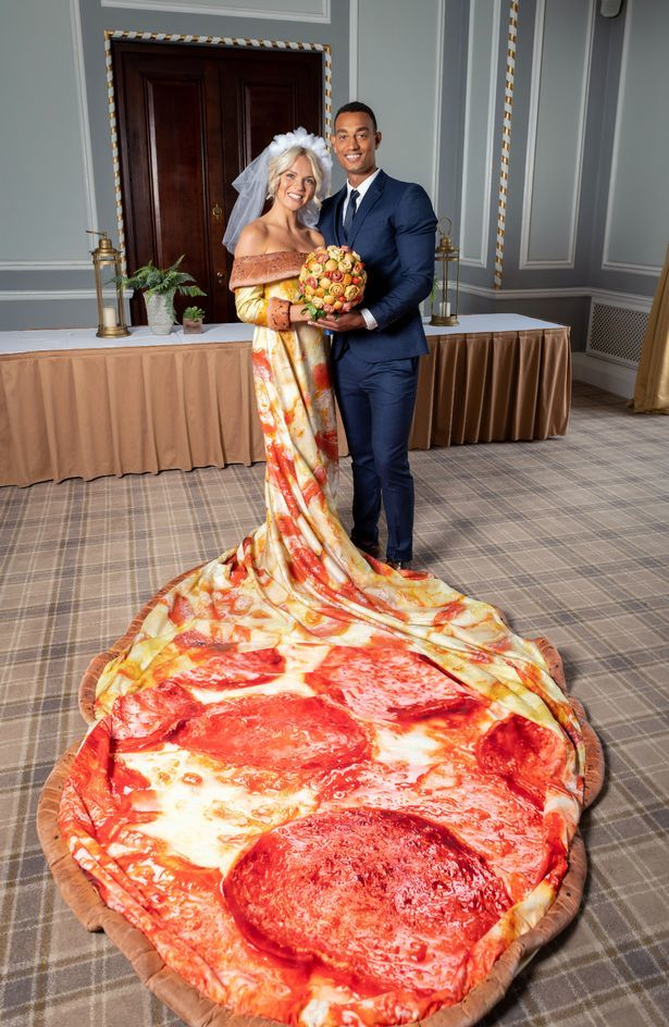 Pizza-Themed Bridal Packages - Chicago Town Created an Entire Bridal Package for Pizza Lovers (TrendHunter.com)