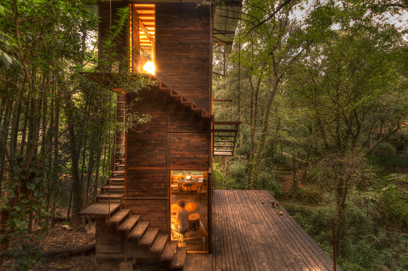 Floating Statuesque Treehouses