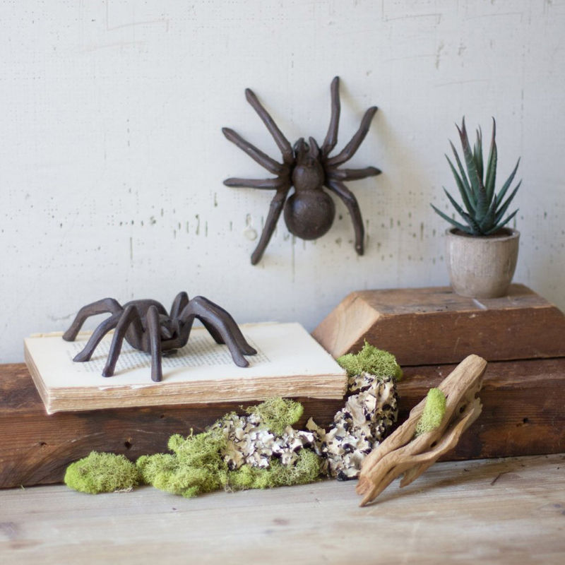 Spooky Statuesque Spiders
