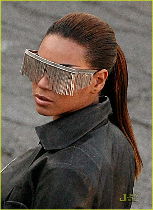 Tasseled sunglasses beyonce 39 s tinsel shades - Beyonce diva download ...