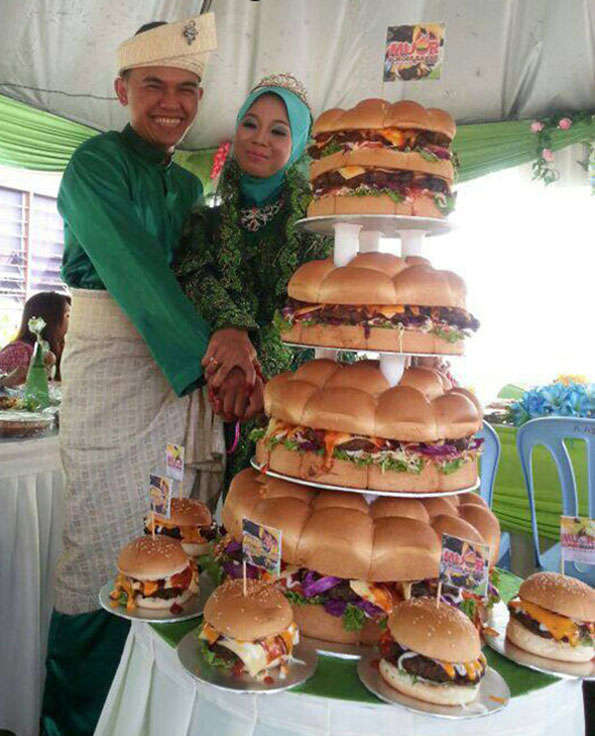 Tiered hamburger desserts cheeseburger wedding cake for Souper simple entre amis