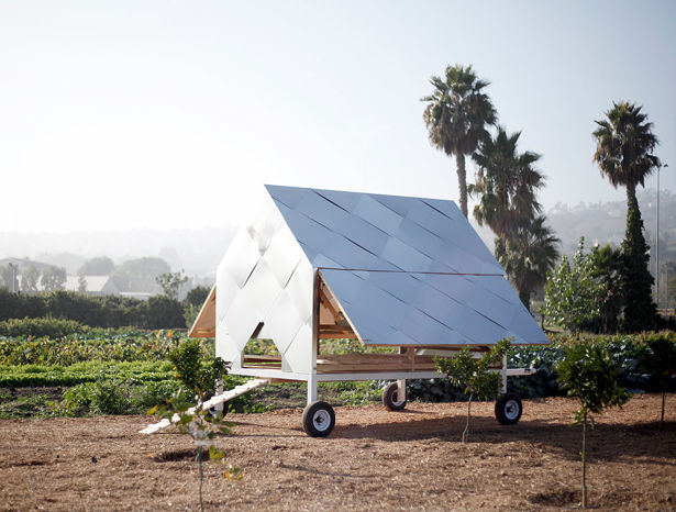 Automated Solar-Powered Chicken Houses
