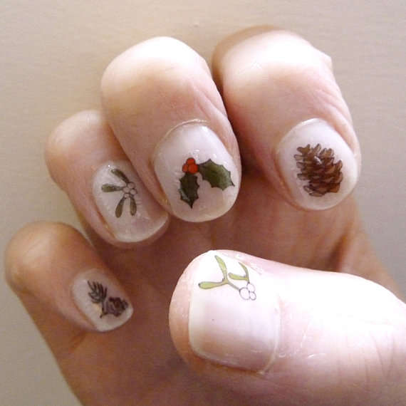 Holiday Holly Manicures