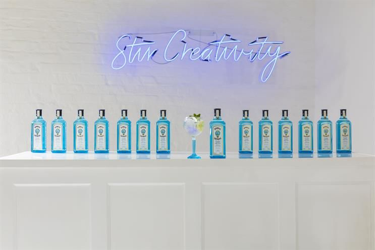 Artful Cocktail-Making Experiences