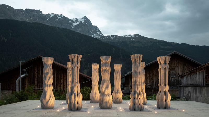 Sculptural Dancer-Friendly Pillars