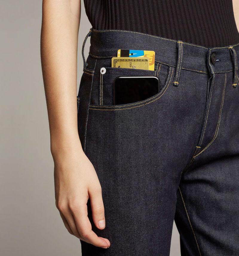 Tech-Friendly Contemporary Jeans