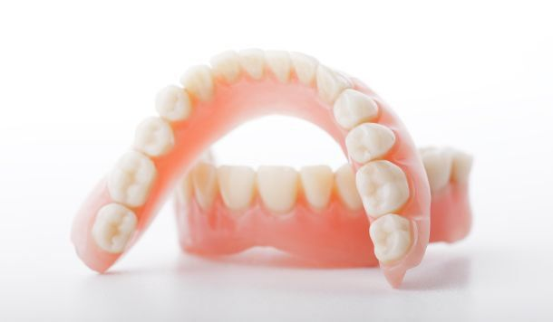Kết quả hình ảnh cho hàm răng giả trở nên quá lỏng lẻo