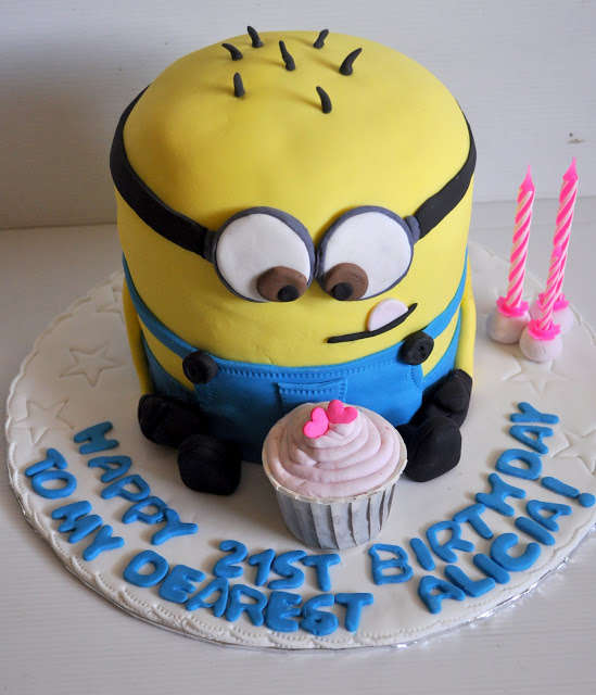 52 Customized Birthday Cakes