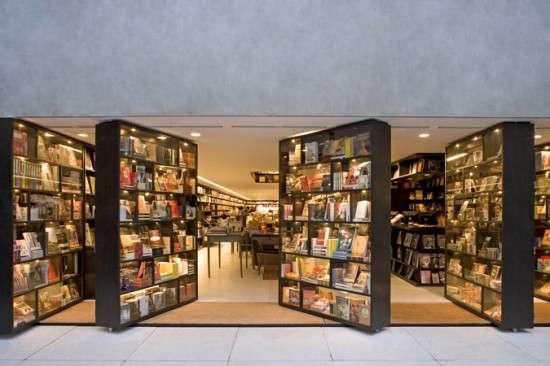 Swiveling Bookshelf Entrances