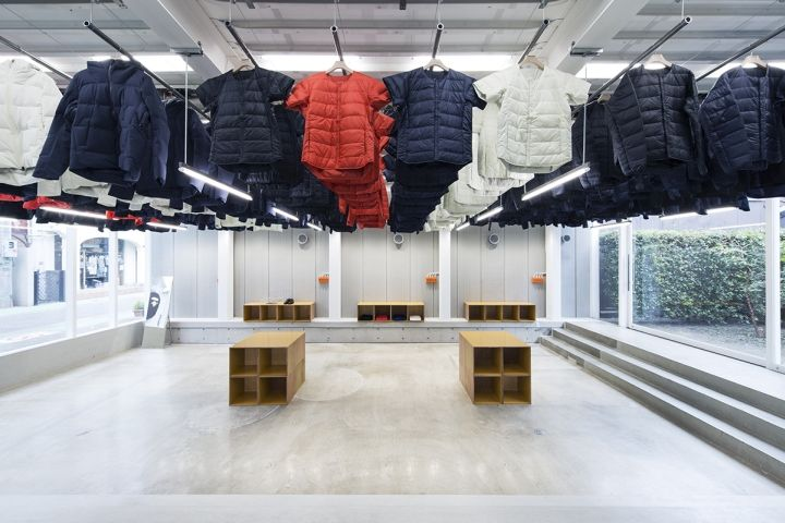 Moving Clothing Displays
