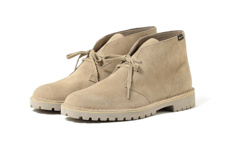 90s-Inspired Sturdy Suede Shoes