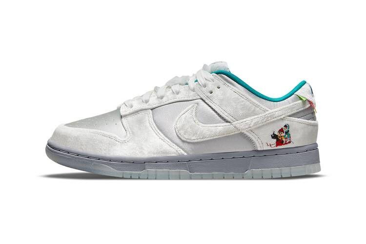 Winter Wonderland-Themed Sneakers