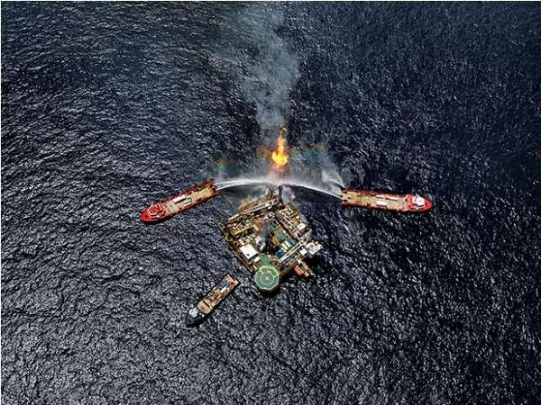 Aerial Oil Spill Photography