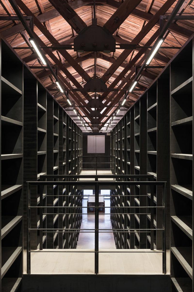 Multifunctional Elegant Workspaces