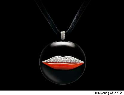 Black Coral Jewelry With Kisses