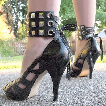 Fashion Leather Shackles