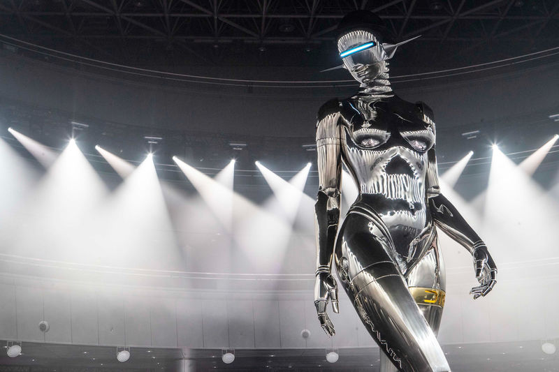 Runway-Accenting Giant Female Robots