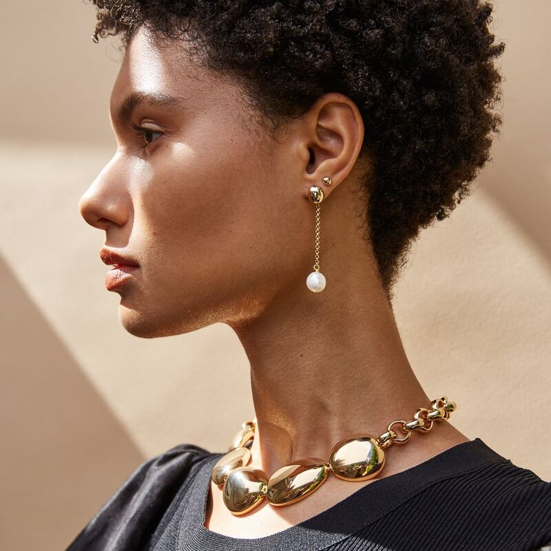 Minimal Pearl-Accented Jewelry