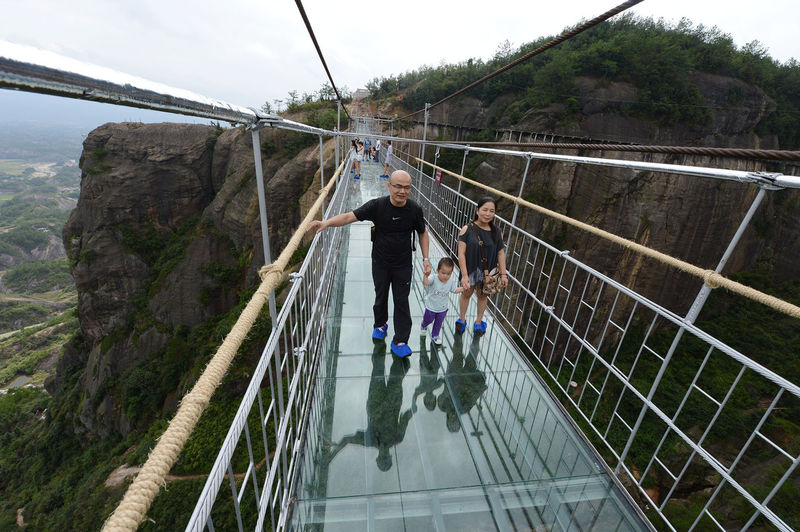 Heart-Stopping Glass Bridges (UPDATE)