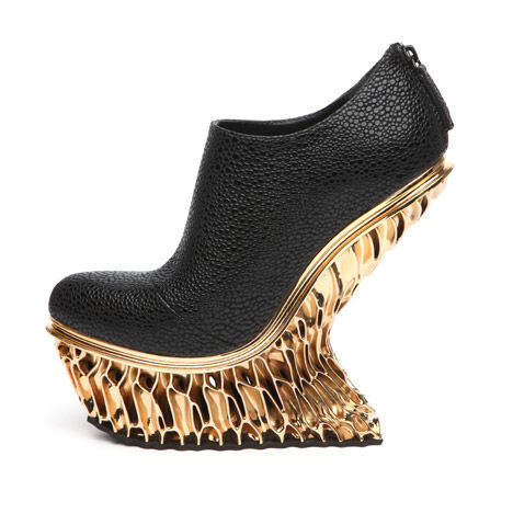 3D-Printed Gold Pumps