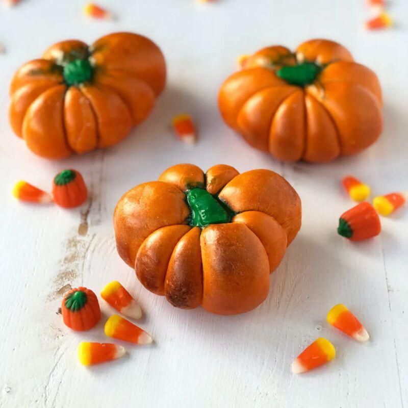 Fluffy Pumpkin-Shaped Bagels