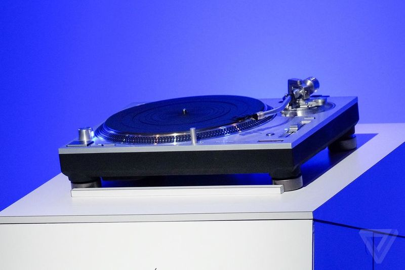 Aluminum-Cased Turntables