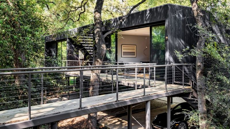 Floating Forest Homes : Guesthouse in the trees