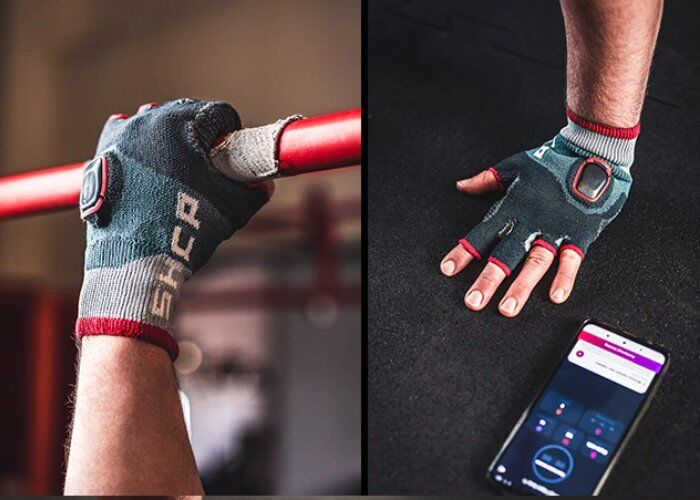 Performance-Tracking Gym Gloves