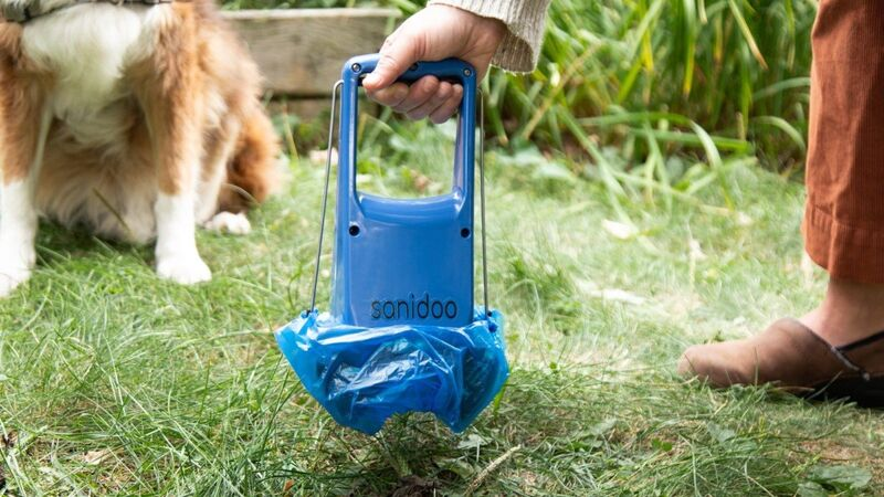 Contact-Free Pet Waste Scoopers