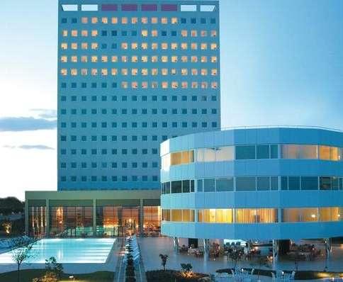 Revolving Hotels