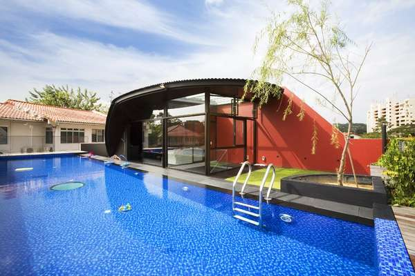 Open-Concept Pooltop Havens