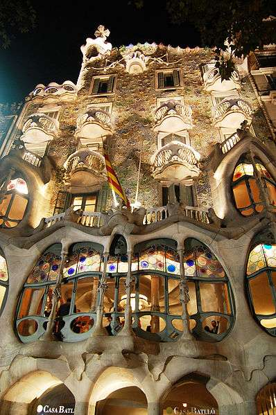House of bones spain 39 s casa batll features antonio gaudi for Case modernissime