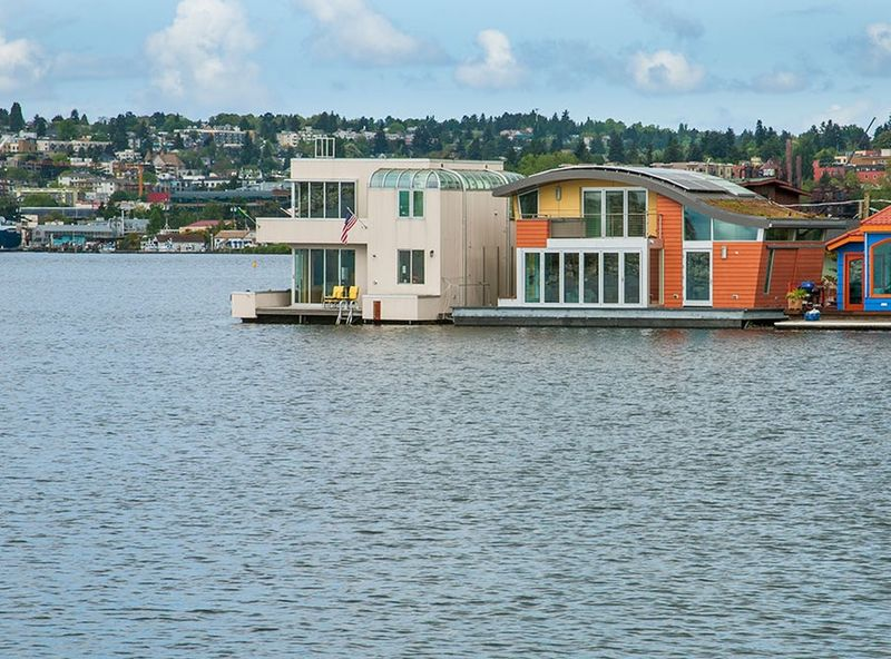 Sustainable Houseboat Designs