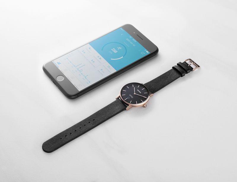Minimalist Hybrid Smartwatches