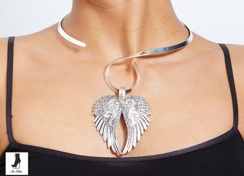 Versatile Collar Necklaces