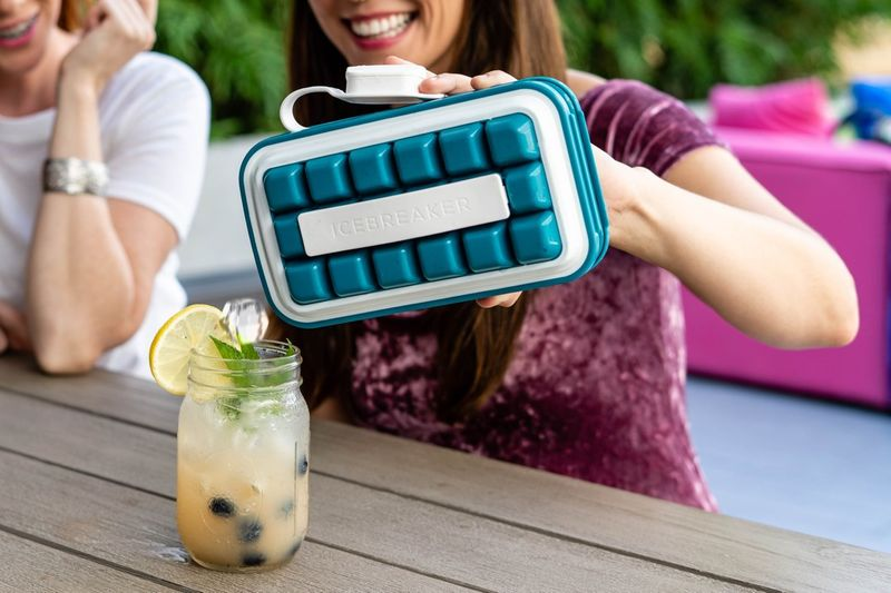 Pop-Out Ice Maker Shakers