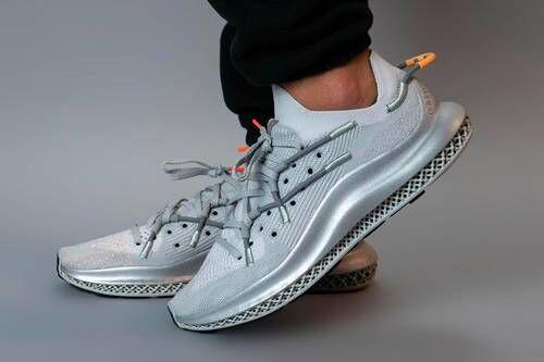 Dynamic Tech-Informed Running Shoes