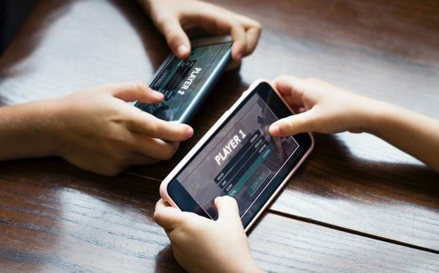 Collaborative Mobile-Focused eSports Leagues