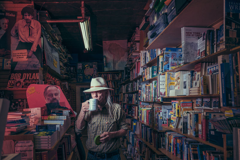 Explorative Bookstore Photography