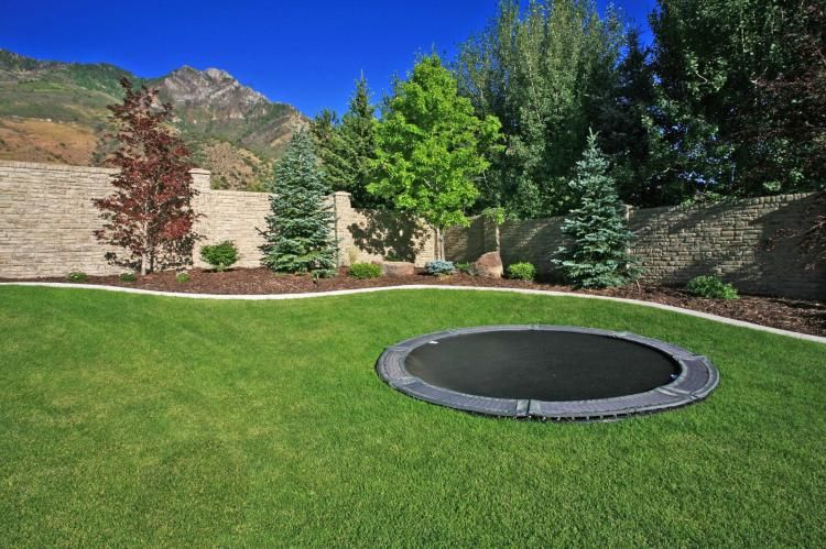 discreet in ground trampolines in ground trampoline. Black Bedroom Furniture Sets. Home Design Ideas