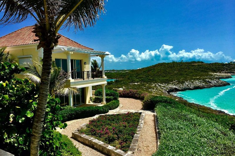 Luxurious Rockstar-Owned Retreats