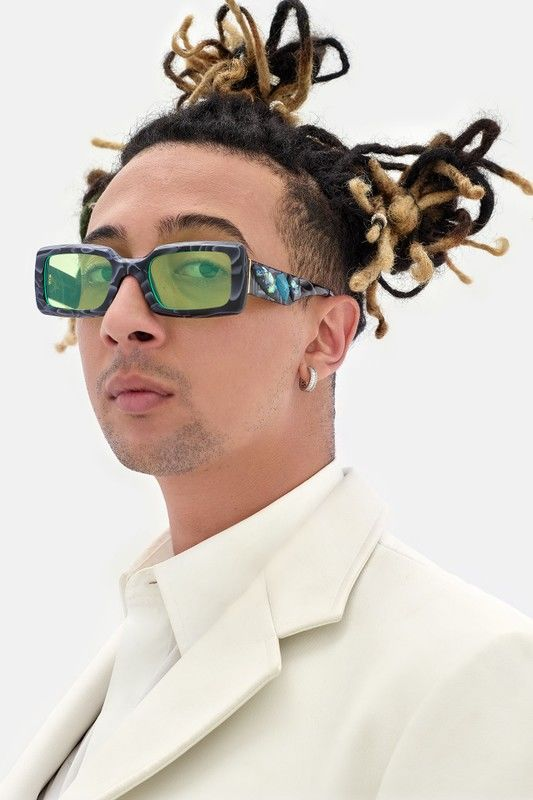 Chic 60s-Inspired Glasses