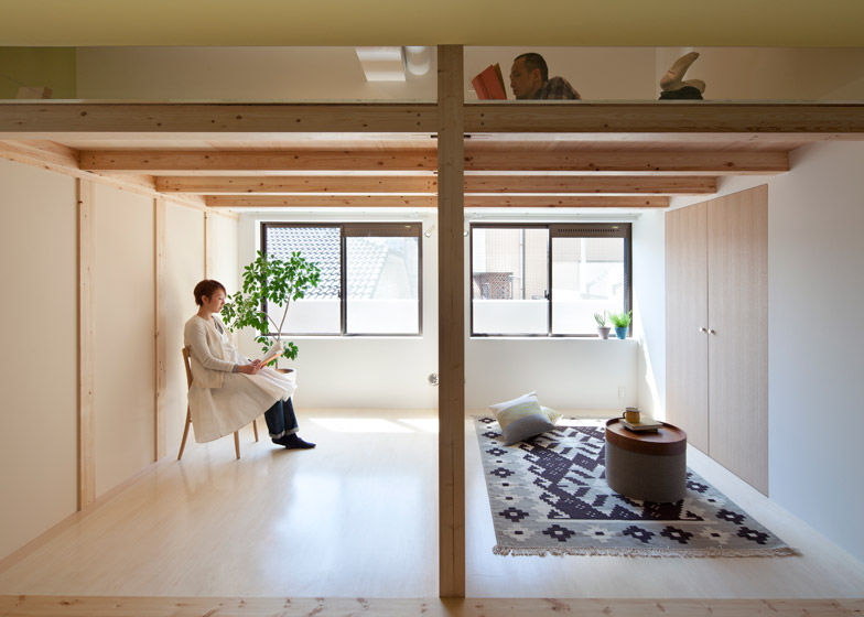 Elavated mezzanine lofts japanese apartment for Japanese apartment plans