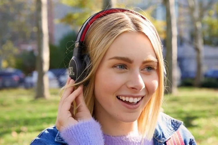 Self-Charging Solar Headphones