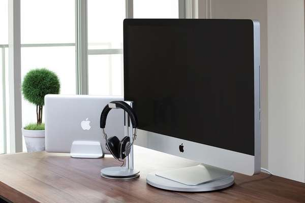 Swivelling Desktop Companions