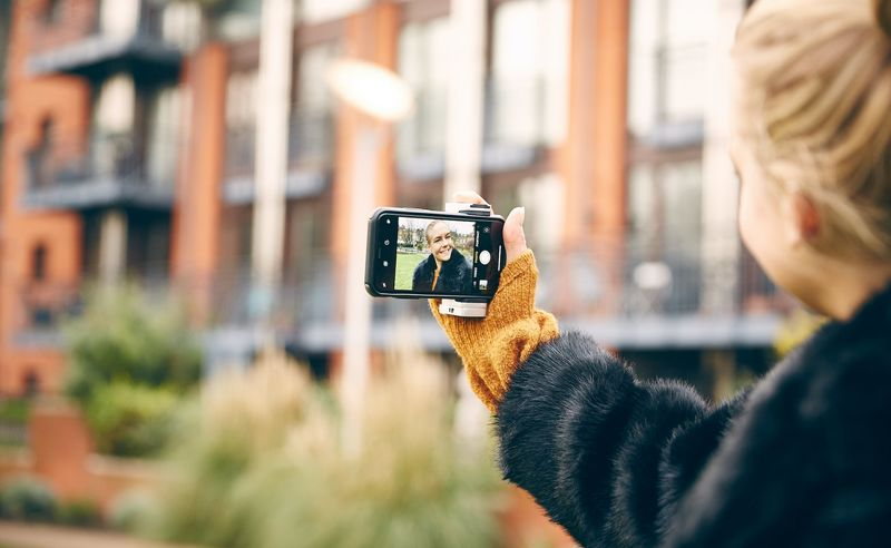 Transforming Smartphone Photography Grips