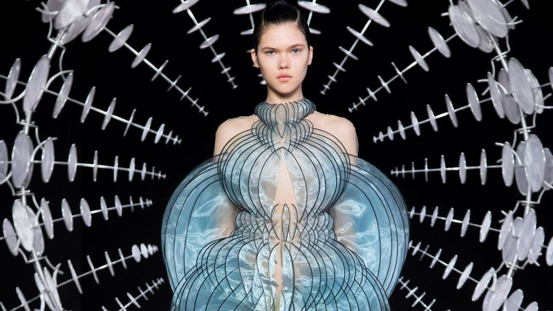 Stunningly Hypnotic Couture - Iris Van Herpen Boasts Kinetic Fashion for Paris Haute Couture Week (TrendHunter.com)