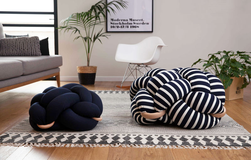 Stylishly Tangled Pillows