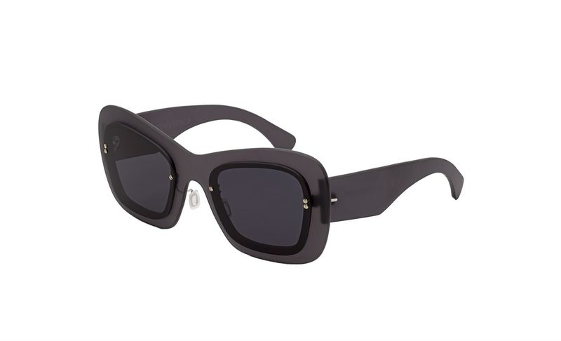 90s-Inspired Minimal Sunglasses